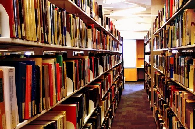 「積読(つんどく)」を防ぐために(1)図書館を利用したり