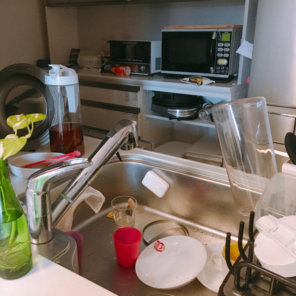 積まれたキッチン