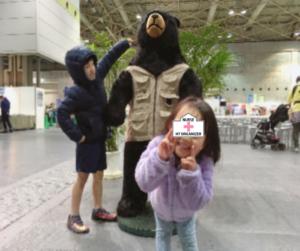 等身大?の熊とこども